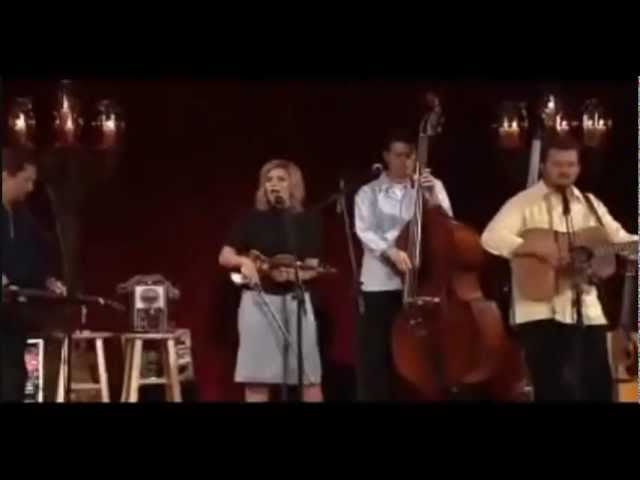 alison-krauss-union-station-take-me-for-longing-live-turnitup