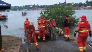 Hochwasser: DLRG sammelt Treibgut ein