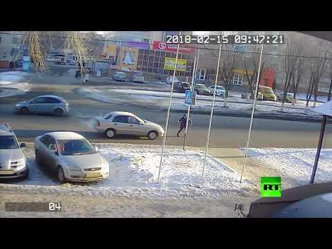لحظة دهس امرأة في أحد شوارع أورنبورغ الروسية  - 19:22-2018 / 2 / 15