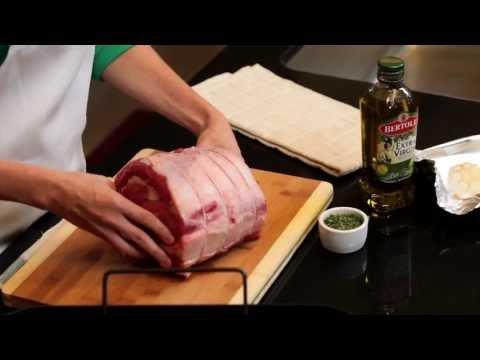 Peppered Ribeye Roast With Roasted Garlic Sauce