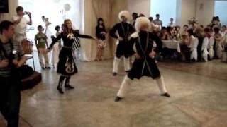 Горский танец на осетинской свадьбе