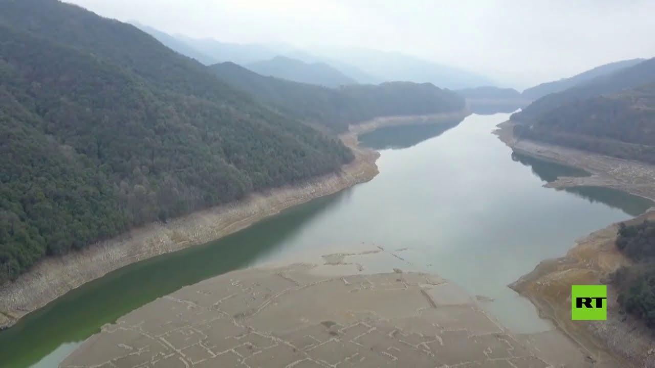 بلدة أثرية غارقة منذ 40 عاما تظهر من تحت المياه  - 16:59-2021 / 3 / 7