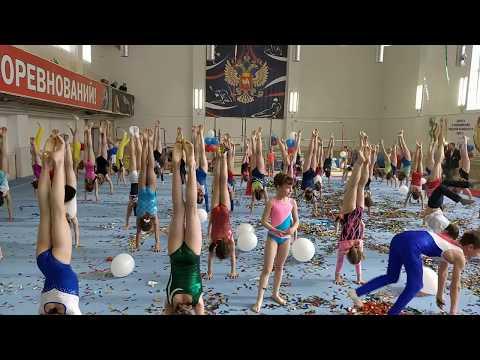 Стойка на руках: сколько простоят гимнасты?