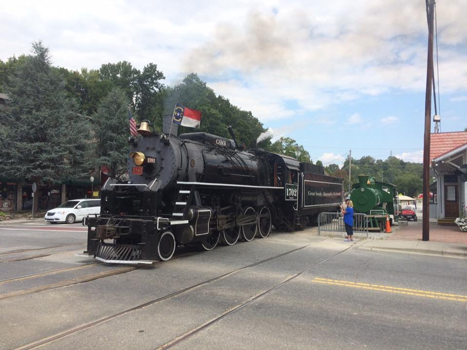 Great Smoky Mountains Railroad 1702: Steam's Great Return to the Smokies!  (September 10, 2016) - YouTube