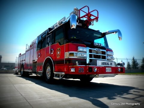Toronto Pearson Airport Fire Department Aerial 21 Responding