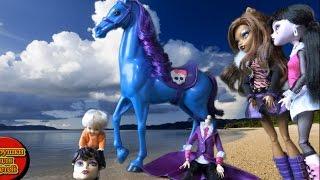 Мультфильмы для детей, Барби сын Томми играет головой Бладгуд, девчонки Монстер Хай спасают Бладгуд