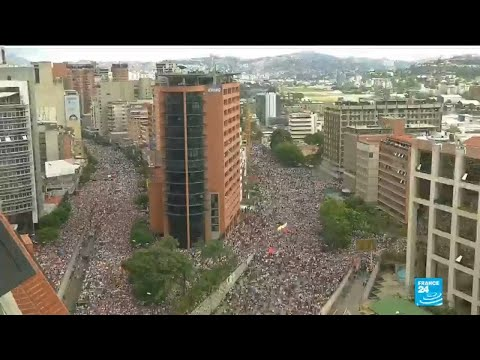 Venezuela crisis: tens of thousands protest against Maduro