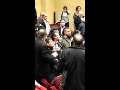 Escracharon a Felipe Solá durante una charla en la UBA