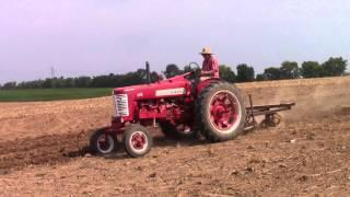 IH Farmall 350 Tractor