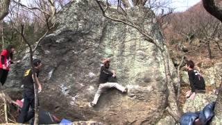 説明:湯河原・幕岩ボルダーのアイアンメイデン3級です。