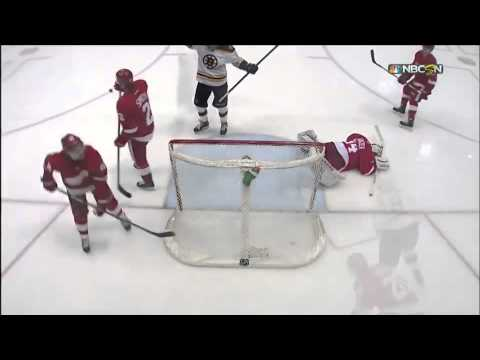 Carl Soderberg Scores Against the Detroit Red Wings