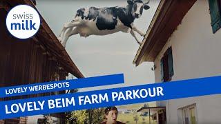 Kuh Lovely führt Farm-Parkour-Läufer an der Nase herum | Werbespot | Swissmilk (2017)