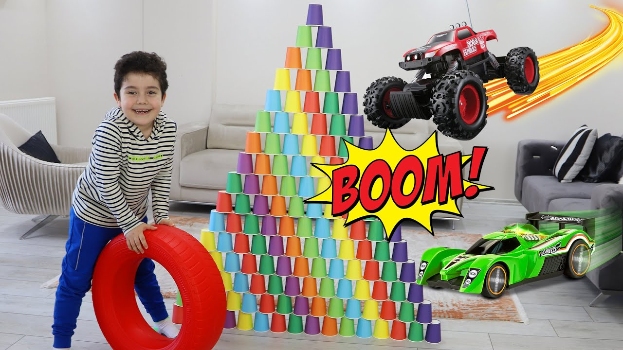 Yusuf plays with cars and colored cubes