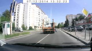 Грузовик переехал велосипедистку в Зеленограде(12 июля 2014 года, Зеленоград, улица Летчика Полагушина. 17-летняя велосипедистка попала под колесо грузового..., 2014-07-14T07:48:07.000Z)