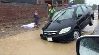 Lahore Rain 2018 | Monsoon | Mall Road Sinkhole | Cars Sinking | PakWheels Viral