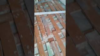 Продолжение демонтажа скрипучих и гнилых деревянных полов