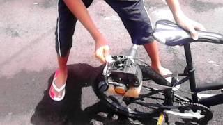 Vélo moteur de tyflo
