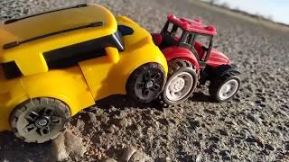 Трактор спасает Машинки. Видео про трактор и машинки для детей