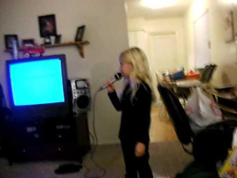 HANNAH TRACEY SINGING TAYLOR SWIFT