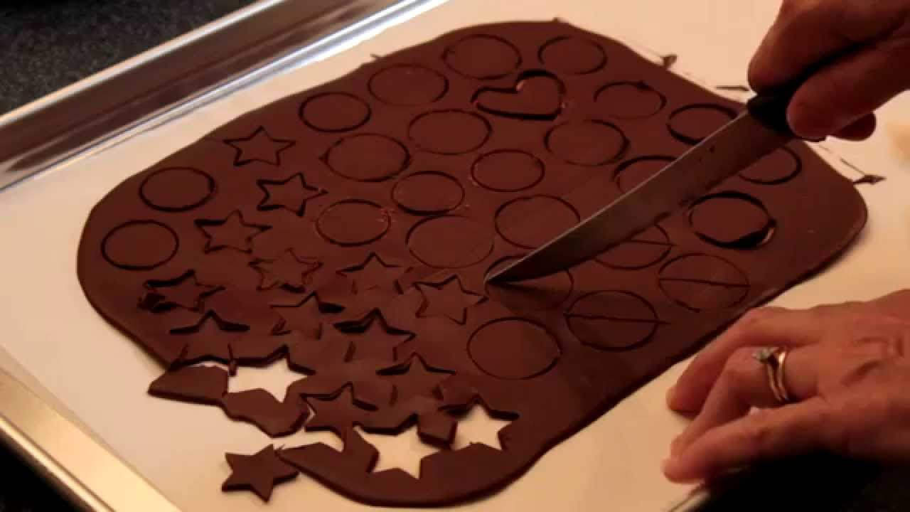 how to cut chocolate without cracking