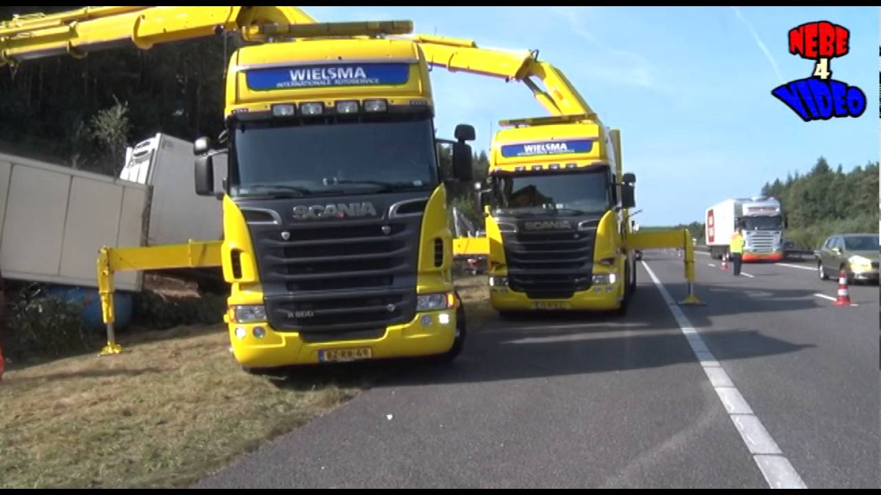 Vrachtwagen ramt mrs en kantelt op a1 bij kootwijk youtube for Ecksofa 3 00 m