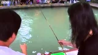Urban shrimp fishing in Taiwan