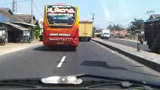 Aksi goyangan Bus paling menyeramkan_ngeri