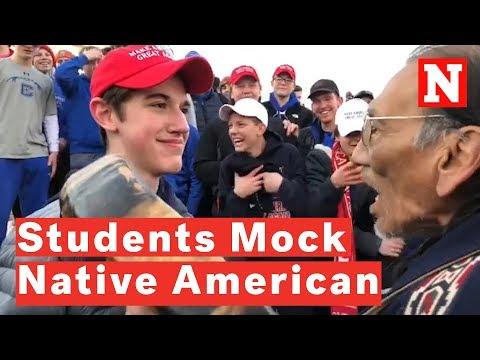 Unos estudiantes se mofan de un nativo americano en Washington