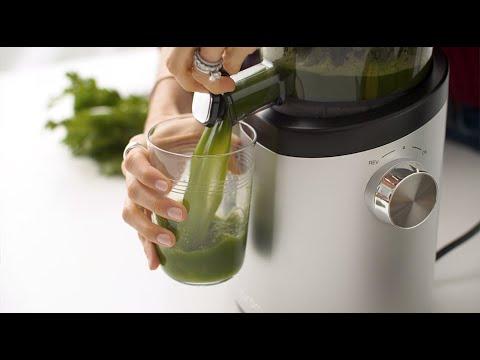 Hurom H101 Easy Clean Slow Juicer: Celery Juice Recipe
