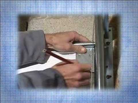 Installation d 39 une porte de garage sectionnelle 3 4 youtube - Installer une porte de garage sectionnelle ...