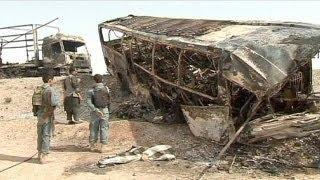 قتلى بالعشرات في حادث اصطدام حافلة بشاحنة في أفغانستان
