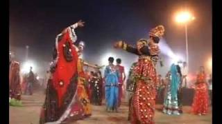 GARBA IN HAMARI DEVRANI KI AASTHA AT AHMEDABAD.wmv