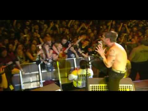 Billy Talent -Standing in the rain(live 666)
