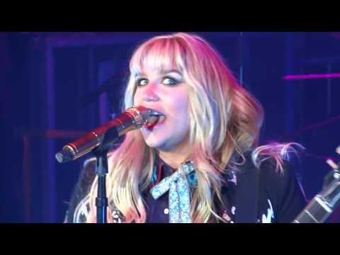 Kesha  -  Your Love Is My  Drug  (Live @ University of Minnesota Homecoming 2016)
