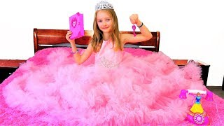 Polina is going to be a princess. Video for girls.