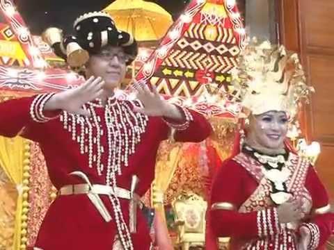"""""""Manortor Pengantin Batak"""" Tarian Tradisional Batak Mandailing,Tapanuli Selatan, Sumatera Utara"""