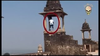 Repeat youtube video Ghost caught on tape in Gwalior Fort, INDIA: Real ghost activity caught on camera