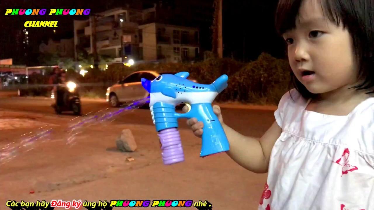 đồ chơi súng bắn bong bóng xà phòng hình chú cá heo màu sắc xinh xắn – phương phương kids