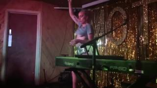 Lady Gaga Perfect Illusion en Bar Moth