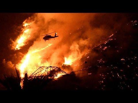 Buschfeuer am Stadtrand: Rauchsäulen über Los Angeles
