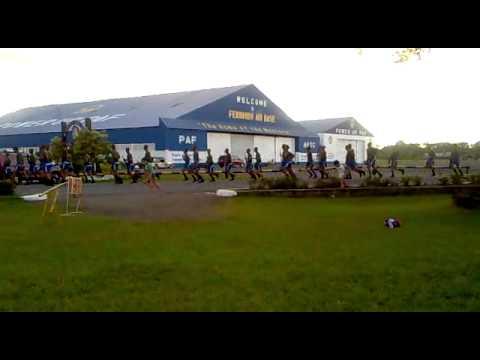 fernando air base-oval...tuwang tuwa mga kids first time makakita ng sundalo...