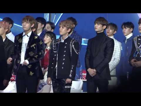 HD Fancam 170114 BTS V, EXO Baekhyun & Minho Reaction To Bi Rain   Rainism @ Golden Disc Awards