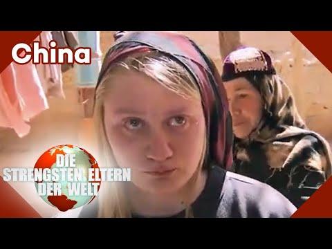 Natalie weint weil sie ein Kopftuch tragen muss   Die strengsten Eltern der Welt   Kabel Eins