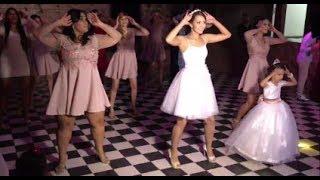 Filha da noiva rouba a cena ao dançar Despacito, Bonde do Tigrão, Malha Funk, Lud...