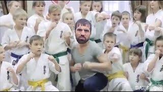 Кама Пуля посетил юнцов в школе боевых искусств