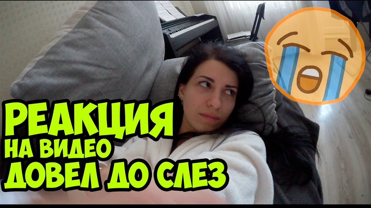 Видео девушка в синем халате показывает попку видео