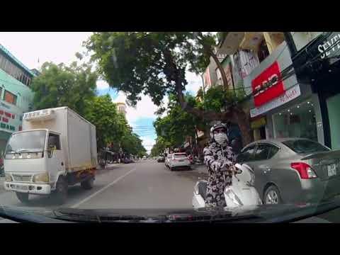 """Ngỡ ngàng gặp """"ninja"""" dừng xe đứng sững giữa đường"""