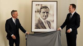 Porträt von Oberbürgermeister a.D Thomas Geisel im Ältestensaal vorgestellt
