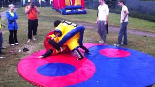 Борьба сумо аттракцион