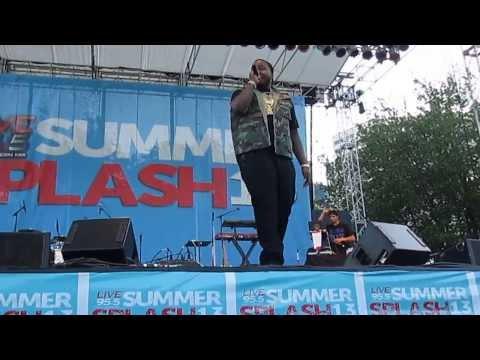 Sean Kingston - Beautiful Girls (Live 95.5 Summer Splash) *Front Row*